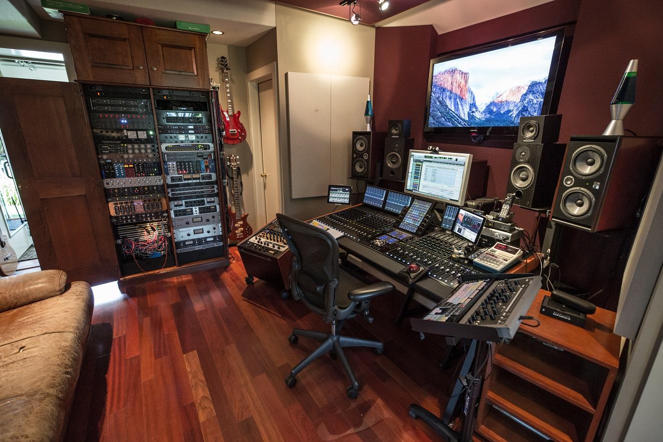 Yaron Fuchs Studio Avid